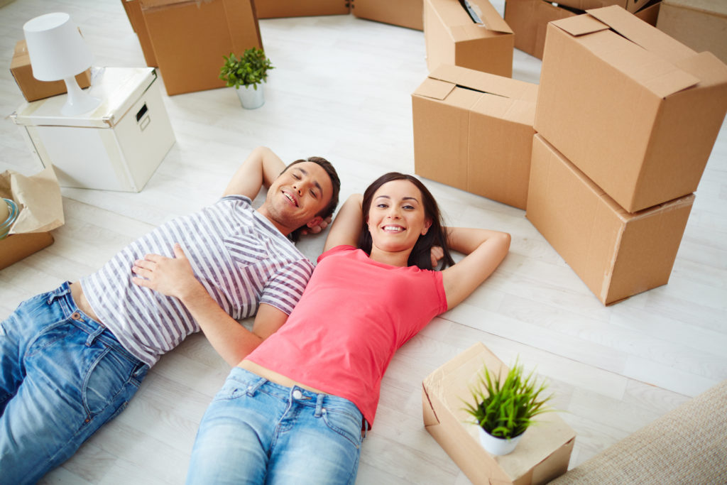 Couple moving together easygoing packed room